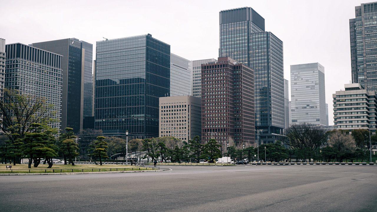 31 марта 2020. Токио, небоскребы Маруноути